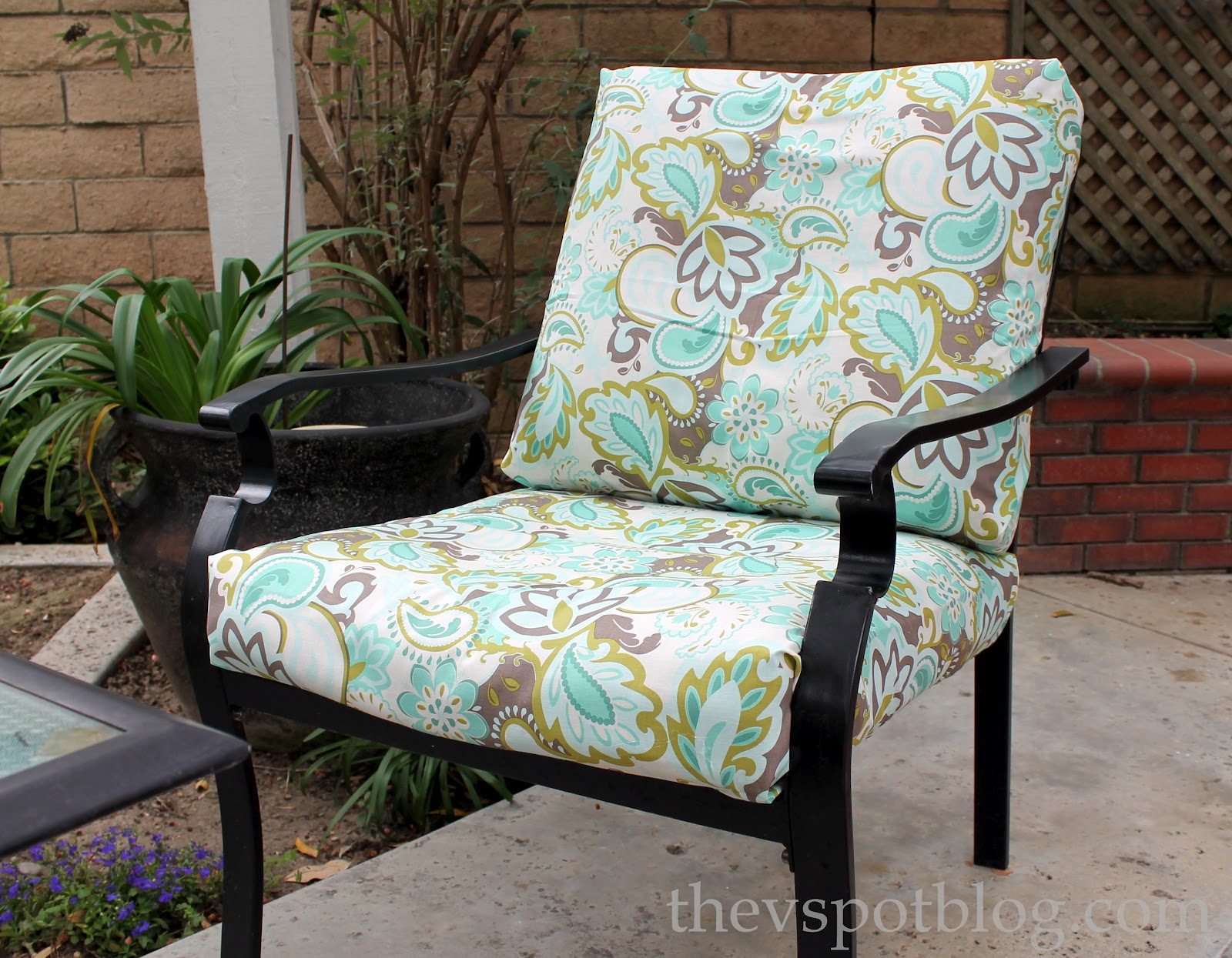 Recover your outdoor cushions no sewing kidsncoupons for Best material for outdoor furniture